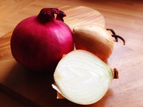 why do onions make us cry