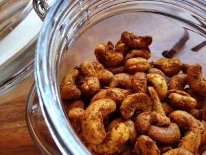 spicy cashew nuts - a healthy snack that's easy to make