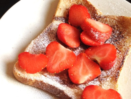 egg free french toast with strawberries
